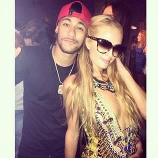 Paris Hilton mostra imagem do encontro com Neymar em festa em Ibiza
