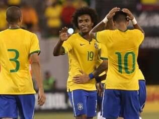 Meia-atacante Willian e Neymar (costas) foram os nomes do Brasil na goleada desta quarta-feira