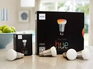 Lâmpada LED inteligente permite controlar e personalizar a iluminação e ligar e desligar remotamente as luzes