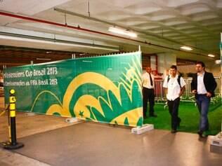 Belo Horizonte MG  29 de maio de 2013 Esportes  Torcedores trocam ingressos para os jogos da copa das confederacoes no boulevard shopping  FOTO: MARIELA GUIMARAES / O TEMPO - 29.5.2013