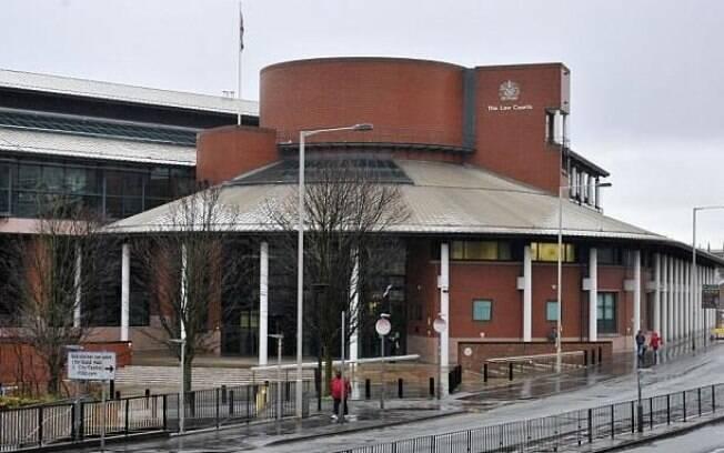Marido, Barry Green, fugiu para seu apartamento na Inglaterra após o ocorrido; ele já havia denunciado a esposa antes