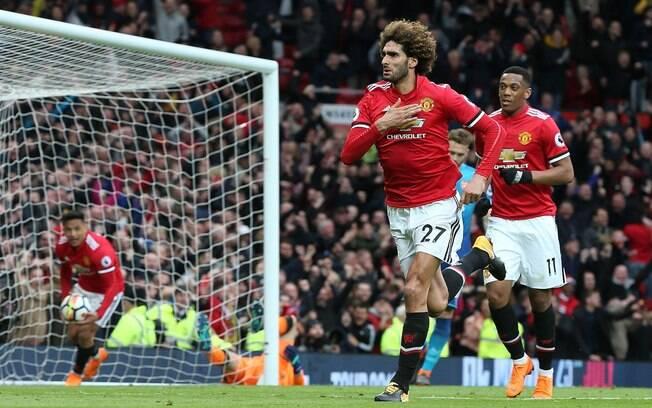 Fellaini fez nos acréscimos o gol da vitória do Manchester United sobre o Arsenal