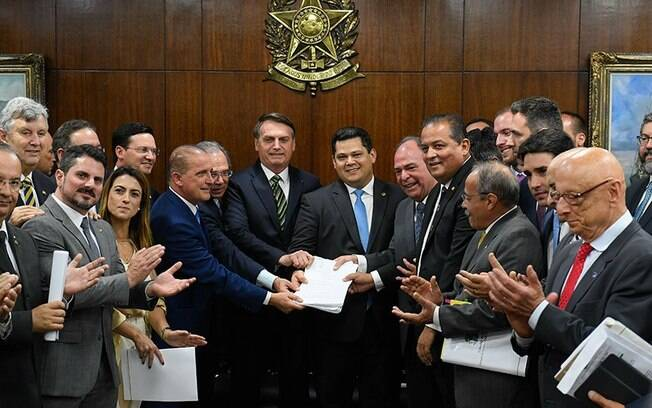 Bolsonaro e Guedes pacote de medidas econômicas