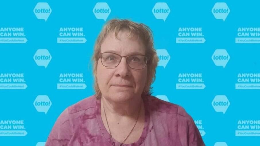Darlene Tough descobriu ter ganhado na loteria após perder tudo em incêndio