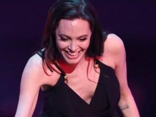 Angelina faz 1ª aparição após cirurgia