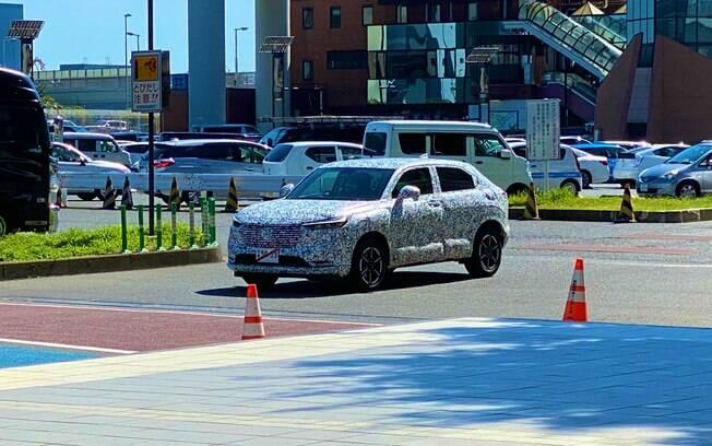 Novo Honda HR-V com ares de cupê é visto camuflado antes da estreia, que no Brasil deverá acontecer apenas em 2022
