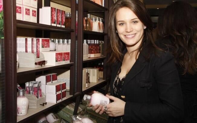 Bianca Bin confere produtos de beleza na L´Occitane