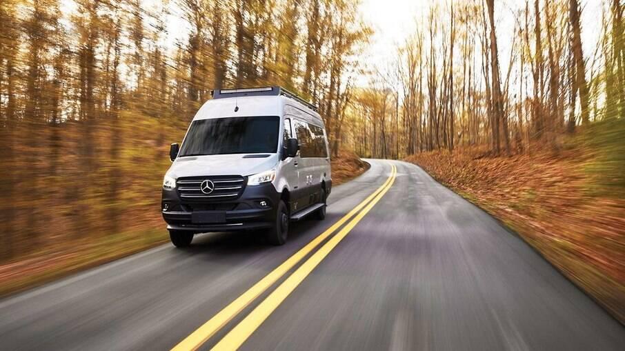 Motorhome Interstate 24X da Airstream tem como base a Mercedes-Benz Sprinter.