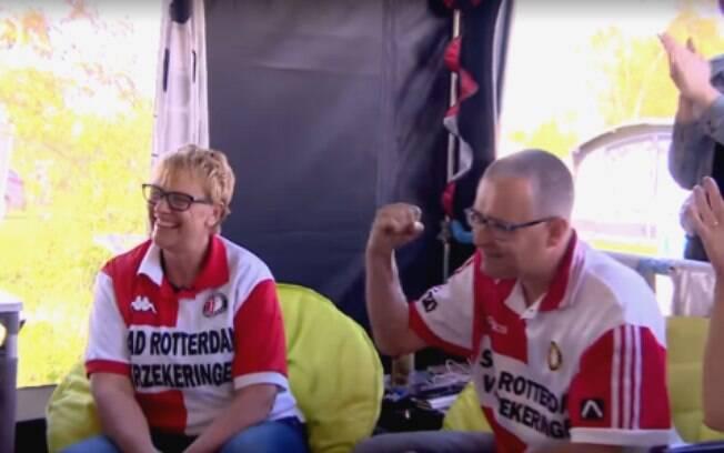 Casal holandês teve um motivo a mais para comemorar o título do Feyenoord: casamento