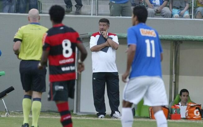 Joel Santana em ação no comando do Flamengo,  em 2011