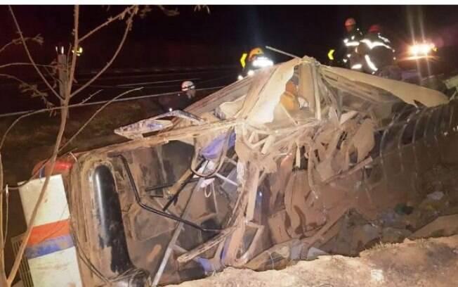 Acidente na BR-146 em Minas Gerais tem 11 mortos e mais de 40 pessoas feridas, muitas em estado grave