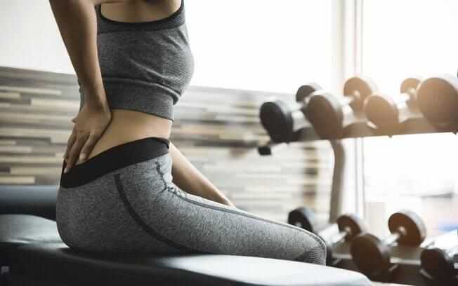É comum sentir dor muscular depois de treinar - ainda mais se estiver voltando agora ou exagerar - mas há formas simples de cuidar disso