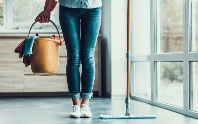 Água na limpeza: 7 dicas para evitar o desperdício e economizar na conta