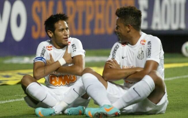 Neymar marcou duas vezes no 1º tempo do jogo  do Santos contra o Cruzeiro, em Minas