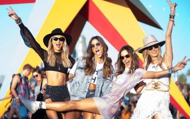 As modelos brasileiras Alessandra Ambrosio, Ludi Delfino, Talita Correa e Izabel Goulart curtem o festival Coachella