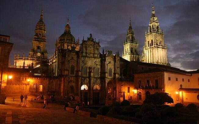 O Caminho Francês começa na frança e cruza o norte da Espanha até chegar à Catedral de Santiago de Compostela