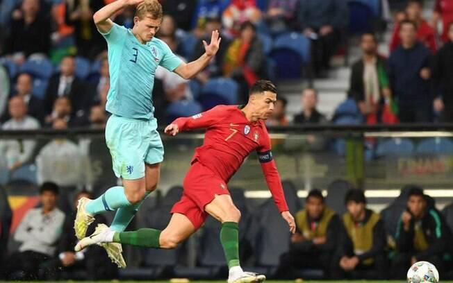 De Ligt e Cristiano Ronaldo se enfrentaram na final da Liga das Nações