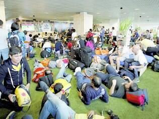 Fan Zone. Turistas estrangeiros aproveitaram bem o espaço criado em Confins pela Infraero e pela Caixa Econômica para verem jogo enquanto esperavam seus voos