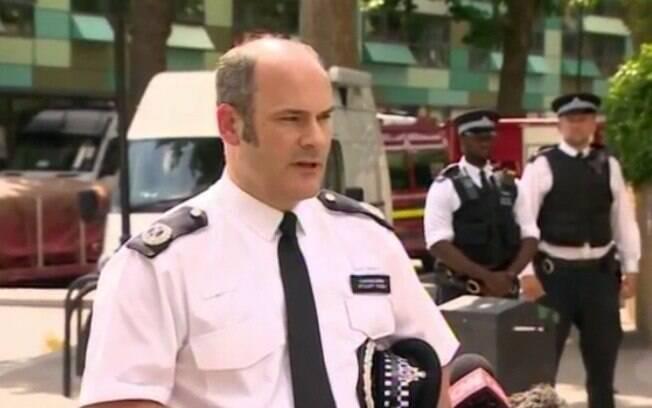 Stuart Cundy, um dos chefes da polícia de Londres, durante anúncio do novo número de mortos na manhã deste sábado