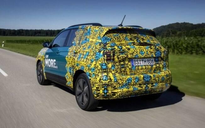 Apesar dos disfarces, é possível notar que as linhas do VW T-Cross serão o estilo dos demais SUVs da marca