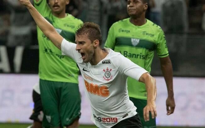 Timão sofreu, mas conseguiu virar nos últimos minutos, contra o Avenida-RS e vencer por 4 a 2, se classificando na Copa do Brasil