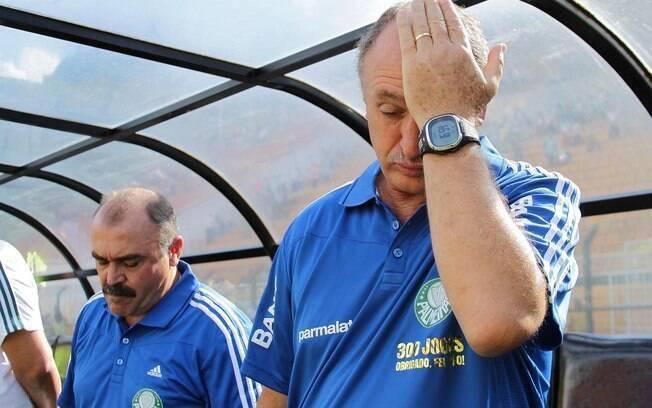 Luiz Felipe Scolari lamentando derrota do  Palmeiras. ele deixou o time já na zona de  rebaixamento