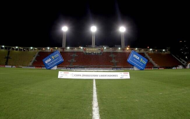 Imagem do Pacaembu vazio, horas antes de  começar a partida entre Corinthians e Milonarios
