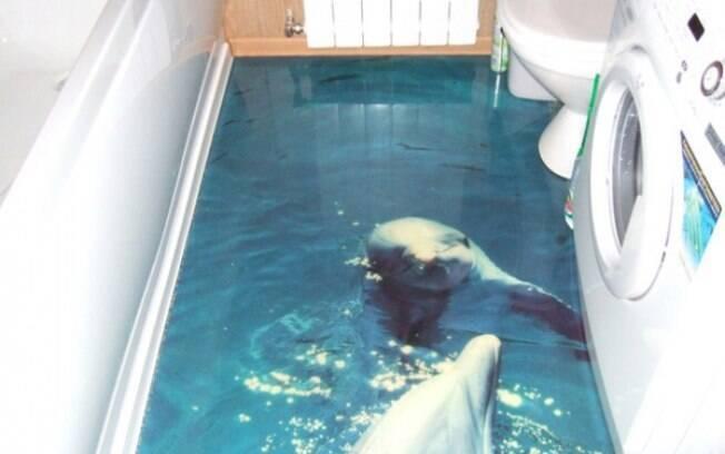 Imagine entrar na lavanderia e dar de cara com um simpático golfinho esperando no piso?