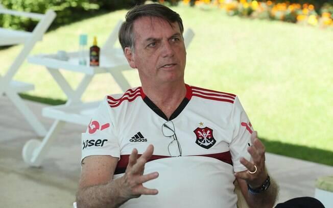 Jair Bolsonaro caiu no banheiro na noite desta segunda (23).