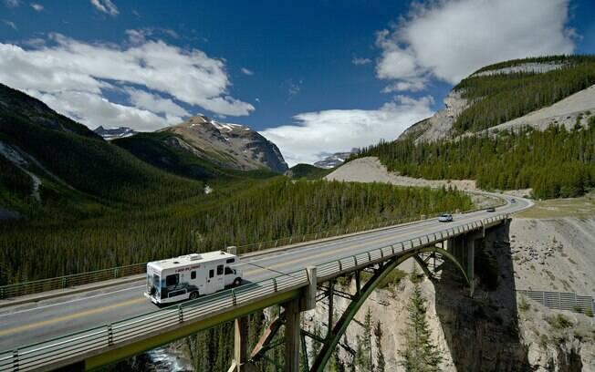 Icefields Parkway: a estrada liga dois parques nacionais do Canadá, o Banff e o Jasper