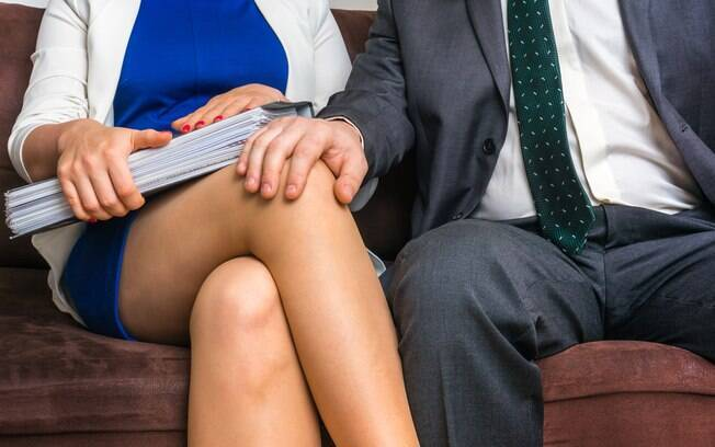 17% das mais de 20 mil pessoas que responderam a pesquisa dizem já ter feito sexo no trabalho em algum momento
