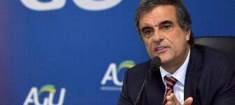 Criticado na Justiça, Cardozo quer defender Dilma de graça até o final