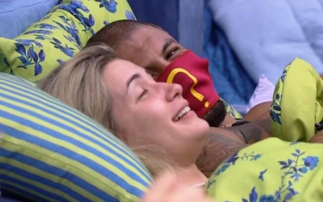Fernando e Aline só pensam naquilo no confinamento do 'Big Brother Brasil'