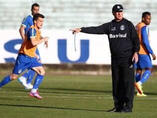 Sem Barcos, o técnico Felipão deve ficar entre Lucas Coelho e o jovem Ronan, do time sub-19