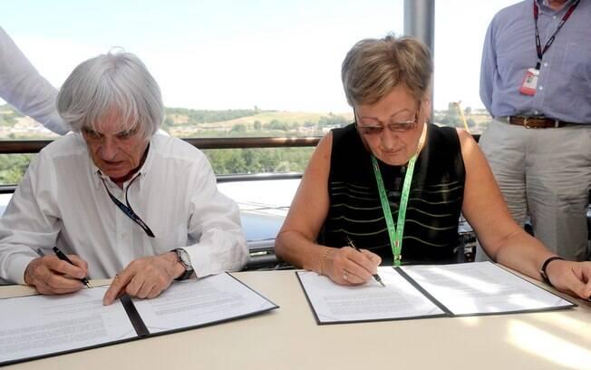 Bernie Ecclestone assina renovação de acordo  que mantém a Hungria na Fórmula 1 até 2022