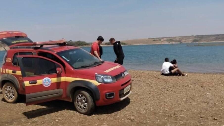Jovem morre afogada ao tentar salvar cachorro que caiu em rio, em MG