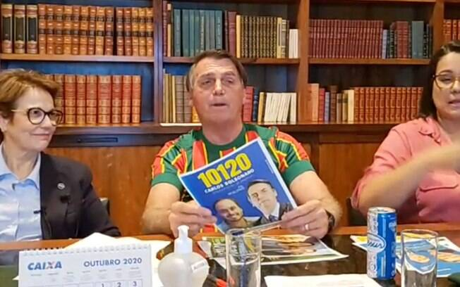Presidente Jair Bolsonaro durante uma live nas redes sociais