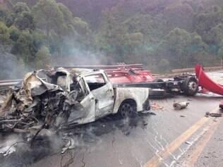 Três veículos foram incendiados em acidente na BR-040 na tarde desta quarta-feira