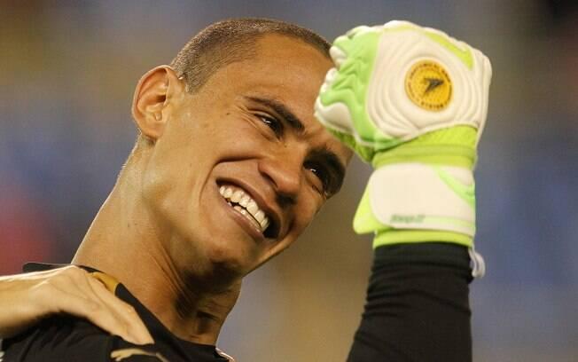Após 22 cobranças, Renan, goleiro do Botafogo, comemora vitória nos pênaltis diante do Fluminense, na semifinal do Campeonato Carioca