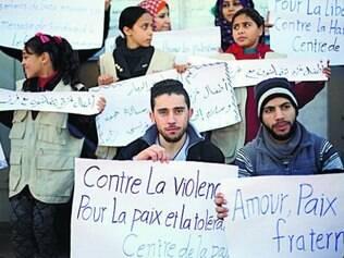 Palestinos foram às ruas de Gaza ontem pregar a paz e a tolerância