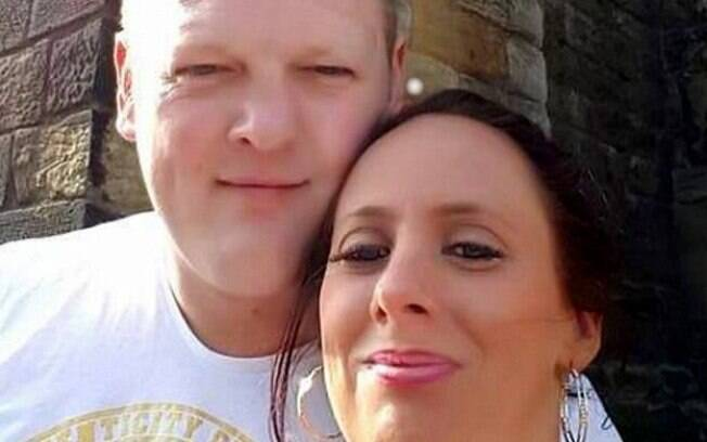 O patrão Richard Spottiswood e sua namorada Lucy Burn são os principais suspeitos da morte de Darren Bonner