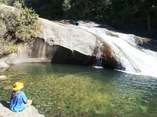 A cachoeira do Escorrega é um tobogã natural em pedra