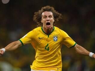 David Luiz comemora o segundo gol contra a Colômbia