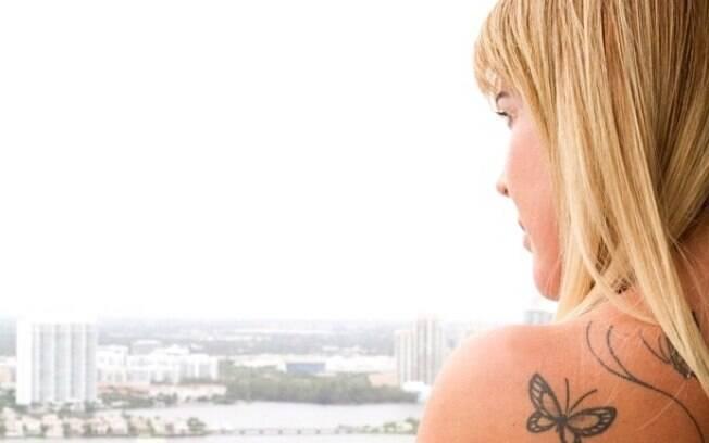 Zilu posta imagem em apartamento de Miami e diz que está com saudades de lá