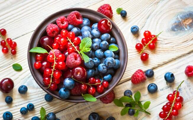 Você conhece os benefícios de consumir frutas vermelhas no dia a dia? Profissional explica e dá dicas