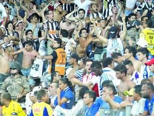Tensão. Mesmo com vigilância da Polícia Militar e de seguranças privados, encontros entre torcidas de Cruzeiro e Atlético geralmente são marcados por provocações e atos de violência