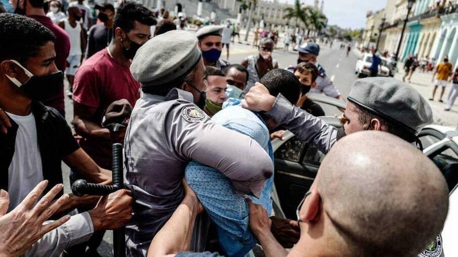 Protesto em Cuba neste domingo (11)
