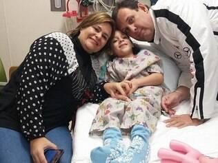 Júlia Marqueti começa a dar primeiros passos após cirurgia nos EUA
