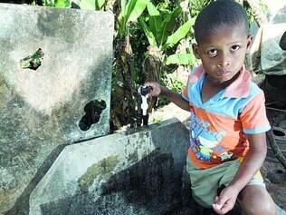 Falta d'água. Torneiras secas  no período entre 13h e 20h  já fazem parte do dia a dia da população
