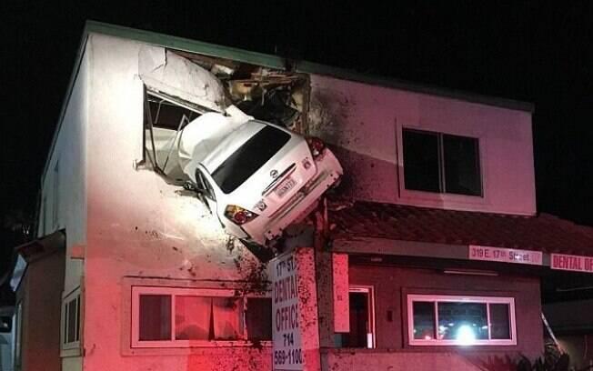 Em um impressionante acidente, um carro